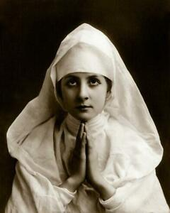 Young Woman Wearing Nun's White Habit and Praying - Fitz W. Guerin 8x10 Reprint