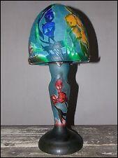 lampe luminaire bleue et fleurs multicolores façon Gallé pâte de verre craquelée