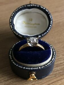 18ct Gold Band Ring with Solitaire Diamond set in Platinum Wings