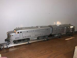 Lionel Electric Trains 2033 Silver Union Pacific Alco AA set, C-5