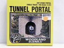 "WOODLAND SCENICS HO U/A ""SINGLE TRACK TUNNEL PORTAL"" PLASTER OF PARIS MODEL KIT"