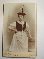 Meran - stehende Frau in Tracht mit Hut - Portrait / CDV