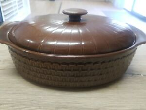 Vintage Large Oval Wedgwood Pennine Casserole Dish with Lid 2.4L