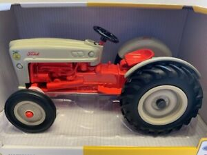1/16 scale Ford NAA Tractor FFA Special Edition Ertl #13916 Diecast metal