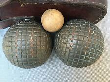 Anciennes boules dans sacoche avec cochonnet pétanque longue Lyonnaise