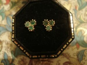 Very Pretty 9CT Gold: 6 Glittering Emerald Gemstones Set Cluster Design Earrings