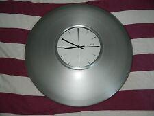 Grande pendule horloge murale argentée Diamètre 49 cm