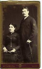 PHOTO carte de visite / CDV / ALAIS / SAPHET / un couple pose circa 1890 / canne