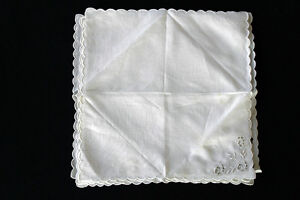 SIX VINTAGE 1940'S WHITE LINEN NAPKINS EMBROIDERED & SCALLOPED EDGES 13' X 13""