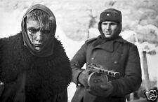 """Russian Soldier With German POW Stalingrad Russia 1943 World War 2 Reprint 6x4"""""""