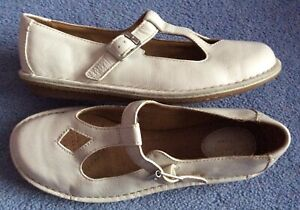 Clarks soft white leather Artisan low wedge heel buckled Mary Jane shoes 4.5