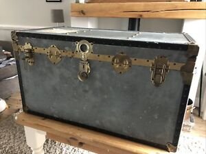 LARGE VINTAGE TIN CLAD SHIPPING STEAMER TRUNK LINED ON INNER STORAGE CHEST