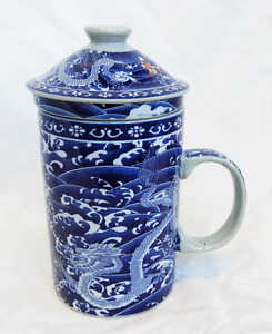 Chinese Porcelain Double Blue Dragon Design Infuser Mug with Lid - BNIB