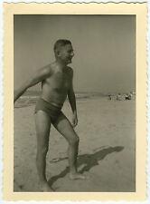 PHOTO ANCIENNE - HOMME PLAGE MER MAILLOT DE BAIN GAY - MAN SEA -Vintage Snapshot