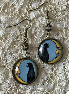 BLACK CAT SITTING ON MOON Picture GLASS DOME Dangle EARRINGS Vintage HALLOWEEN