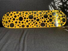 Yayoi, Kusama MOMA Dots Obsession Skateboard Deck, jaune avec de petits points noirs