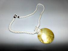Perlenkette weiß kleine Perlen gedreht 3fach mit Anhänger Perlmutt Muschel rund