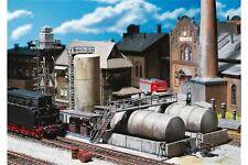 Faller 120157 HO 1/87 Entrepôt d'huile, poste à gasoil et grue d'alimentation