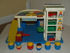 1990 Fisher Price Little Chunky People Plastic Parking Garage #2553 - 6 figures