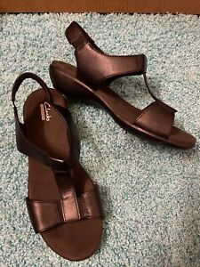 Clarks Collection Womens T-Strap Sandals Black Size 8.5 W