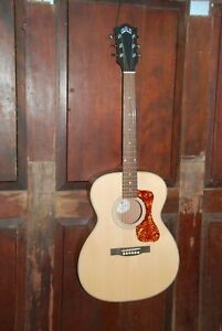 """Guild OM-240E Acoustic-Electric Solid Top Spruce Mahogany """"000"""" Size Guitar"""