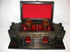 Vintage Wooden Castle Bar Set 2 Amber Decanters & 4 Shot Glasses Barware
