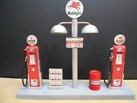 """"""" MOBIL """" GAS PUMP ISLAND DISPLAY W/GAS PRICE SIGN, 1:18TH, HAND CRAFTED, NEW"""