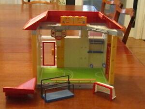 Playmobil School Gymnasium gym Physical Education Set, Building w/ equipment