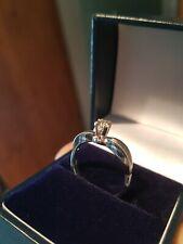 Stunning 18ct white gold  0.25ct diamond ring