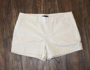 """Gap Beige & Metallic Striped Cotton Blend Chino Shorts Size 6 ( 4"""" Inseam)"""
