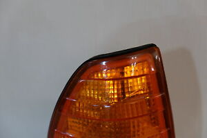Mercedes Benz W123 1977-1985 - Front turn signal Light - Right 000 820 89 21
