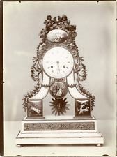 France, Paris, pendule en façade, marbre blanc par Edouard Chappey Vintage album