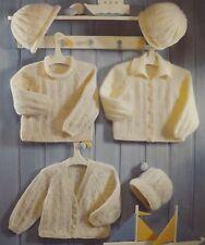 """Vintage Tejer patrón Gorro/Gorra de Jersey cárdigan de bebé 41-66cm/16-20"""" 4Ply S3920"""