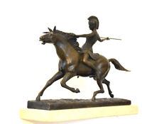 Bronzeskulptur - Kriegerin auf Pferd auf Travertinsockel in Handarbeit gefertigt