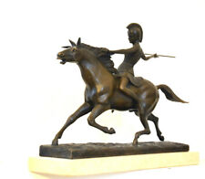 SCULPTURE EN BRONZE - Guerrier sur le cheval travertinsockel a la main fabriqué