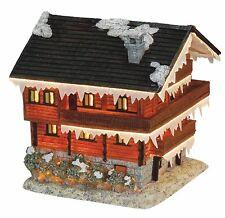 Poly Lichterhaus Skihütte Weihnachtshaus Glitzerschnee und flackernd 19 cm 40538