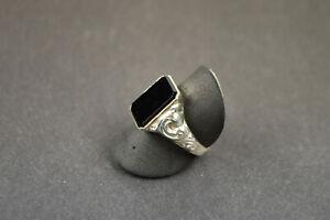 antiker Herrenring, Wappenring Silber 835 Onyx in RG 62/19,5. Art Deco um 1930