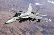 F/A-18 Hornet Bewaffnete I Flug F-18 12x18 Silber Halogen Fotodruck
