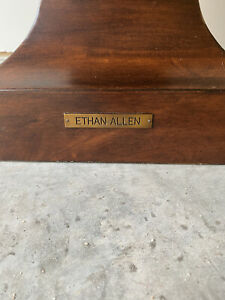 Excellent Condition Ethan Allen Pedestal Stand Neoclassical #45-1567