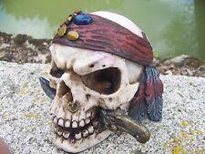 65741 FIGURINE CRANE  PIRATE CARAIBES TETE DE MORT GOTHIQUE SKULL GOTH  CRANIO
