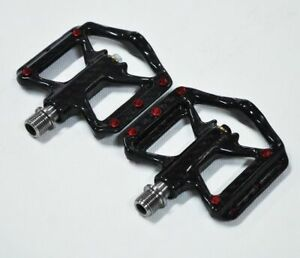 Lightweight Bicycle Pedals Carbon Fiber Pedals ThreeBearing Titanium Axle 172G