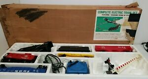 """VINTAGE LIONEL COMPLETE ELECTRIC TRAIN SET """"Chugging Sound of Steam"""" Used"""