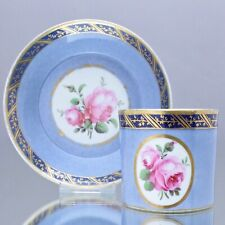 Fürstenberg um 1820: Tasse mit Rosen und Fond in Blau, Bordüre, Zylinder Form 10