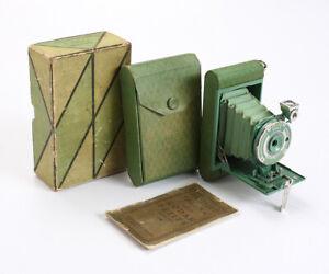 GREEN KODAK PETITE, LIGHTNING BOLT PATTERN, BOXED, BAD BELLOWS, AS-IS/cks/201000