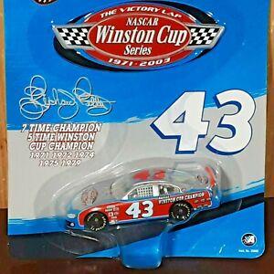 Richard Petty Racing #43 STP NASCAR 2003 Winner's Circle 1:64 Diecast Stock Car