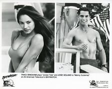TRACI BINGHAM BUSTY JOSE SOLANO HUNKY BARECHEST SMILING BAYWATCH 1991 TV PHOTO