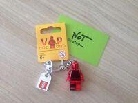 LEGO Porte clé VIP rouge chrome Neuf  Rare ref: 5005205 et 6195777