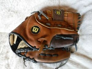 Pre Owned Wilson Baseball Glove 11 Inch Glove Goes On The LEft Hand
