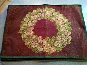 Set of 4 Martha Stewart Everyday Placemats Christmas Wreaths Sparkly Red Green
