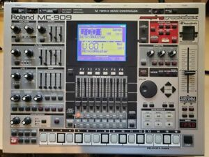 Roland MC909 Music Sampler Groovebox - Excellent Condition